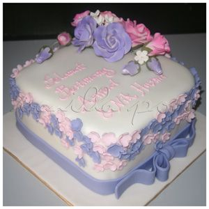 A square white fondant hantaran cake with pink and lailac flowers