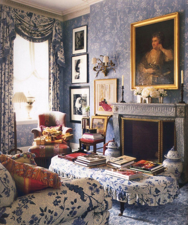 charlotte moss ~ veranda magazine. this is a beautiful room. very