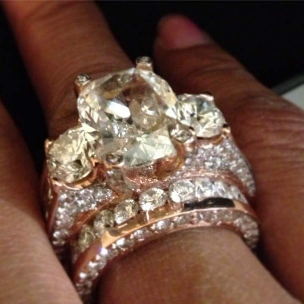 floyd mayweathers updated ring to fiancee is
