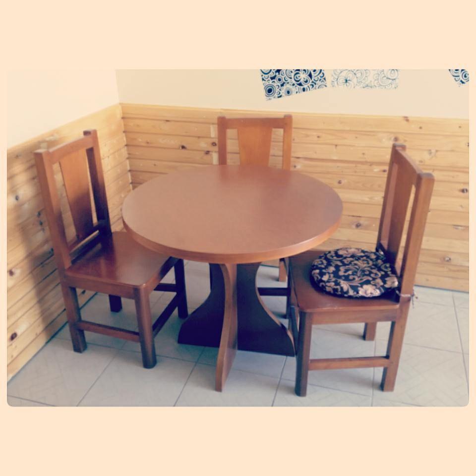 For Sale Round Wood Table For 3 Person Good Condation Price 50 Bd للبيع طاولة طعام خشب ل 3 اشخاص بحالة ممتازة السعر 50 Home Decor Dining Table Table