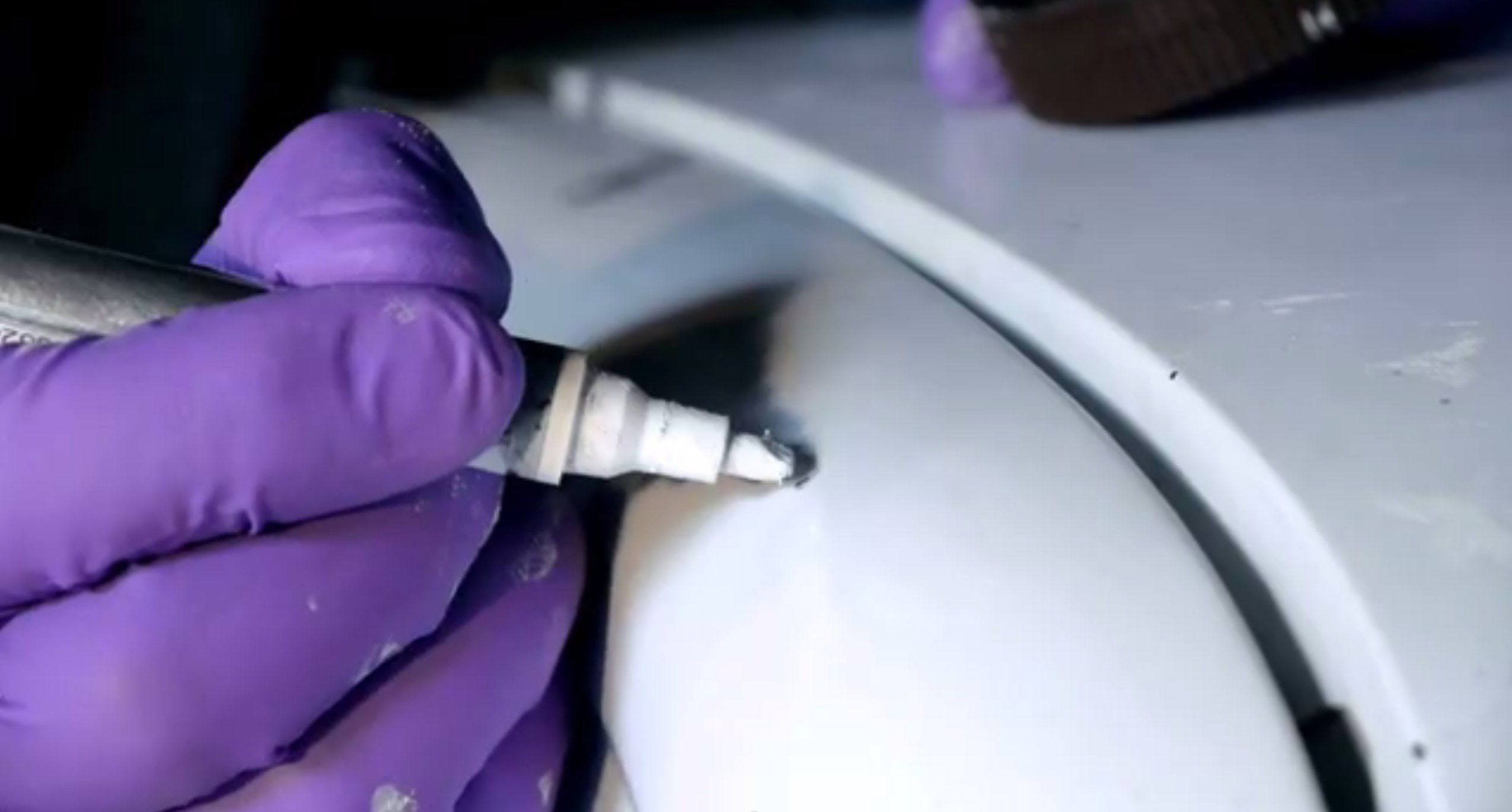 Auto Paint Touch Up >> How To Use A Touch Up Paint Pen To Repair Car Paint