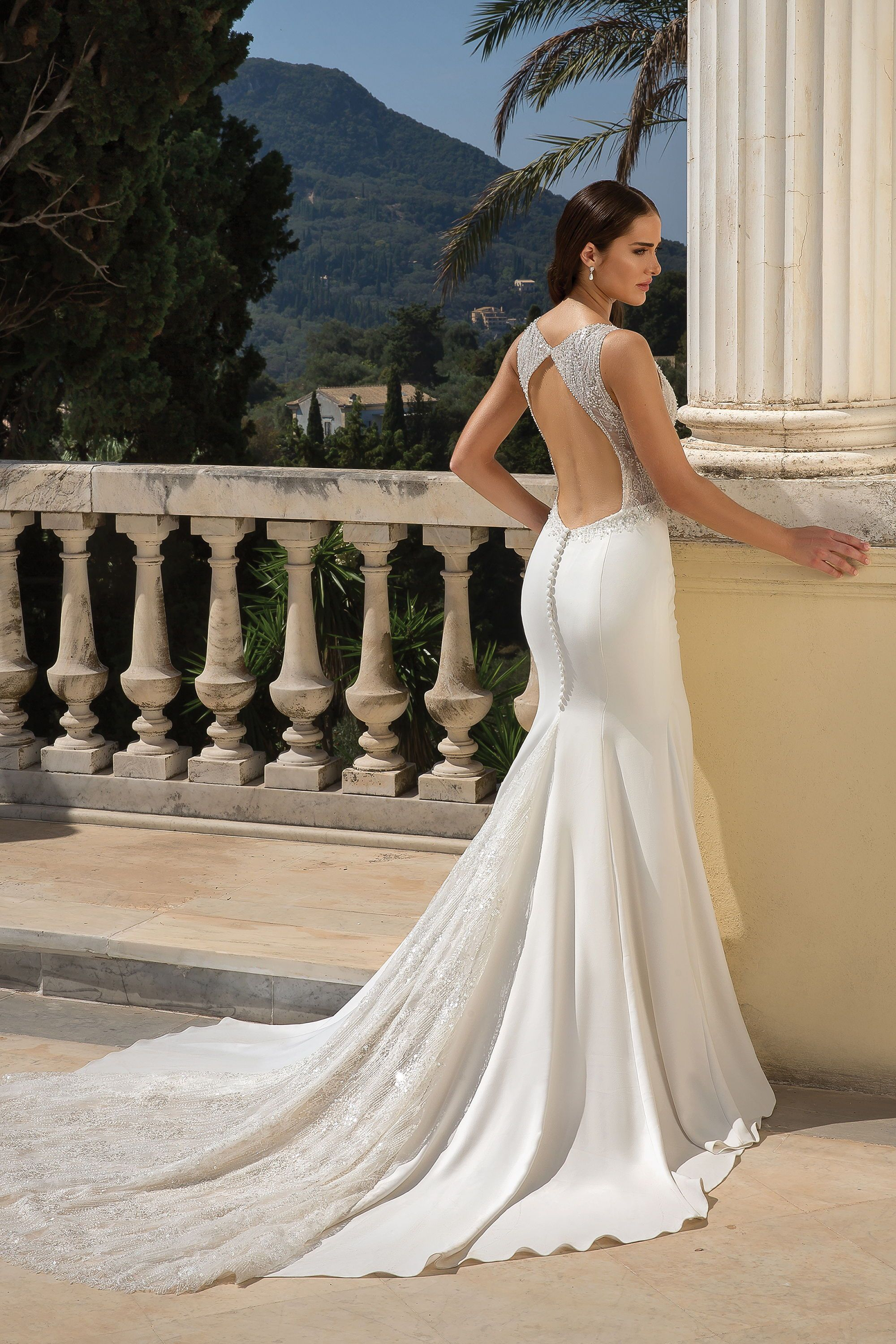 Justin Alexander Style 88090 Open Keyhole Back On This Nicely Fitted Crepe Wedding Dress Justin Alexander Wedding Dress Crepe Wedding Dress Wedding Dresses