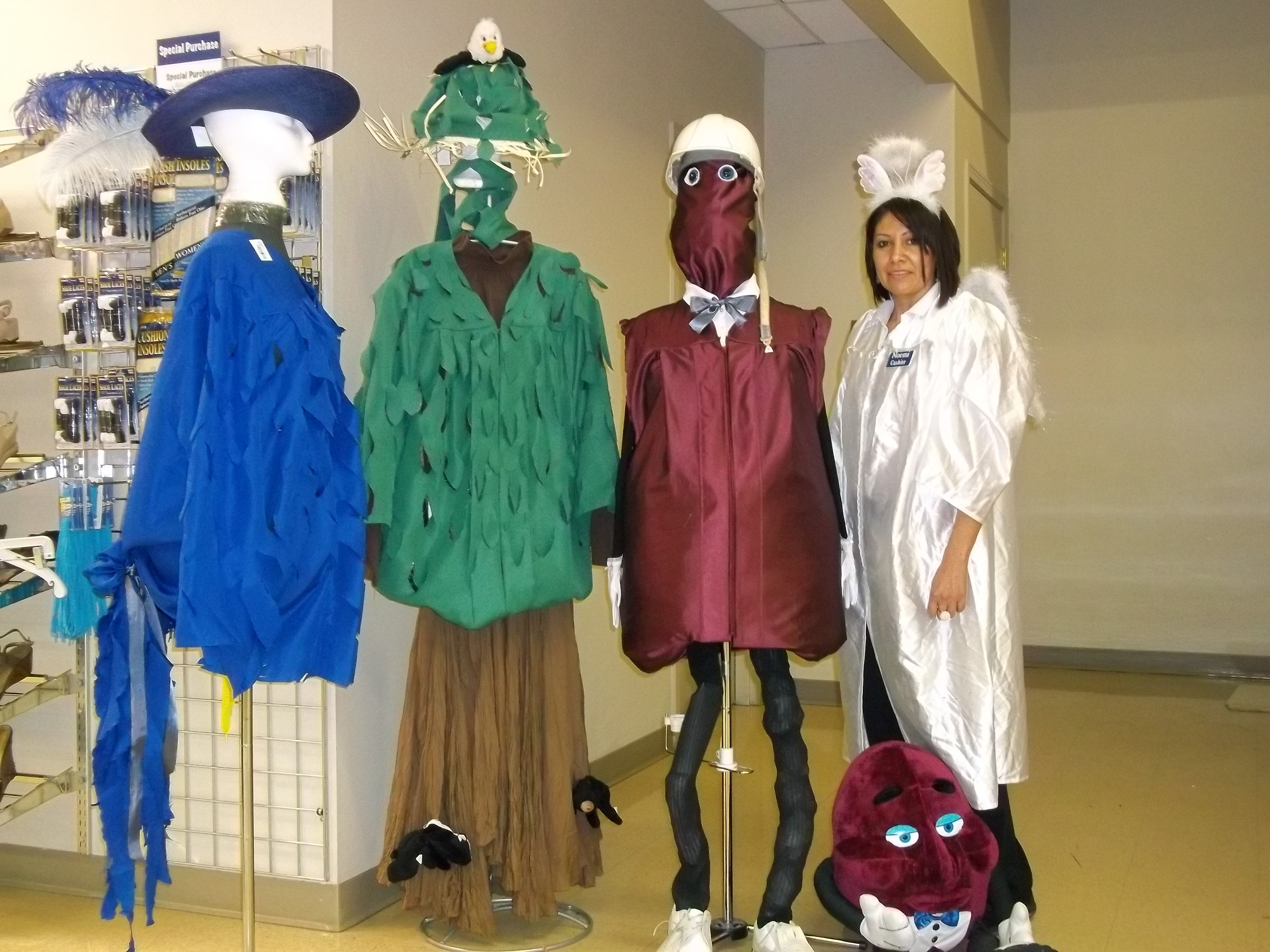 Very clever: How to turn an old graduation gown into a costume ...