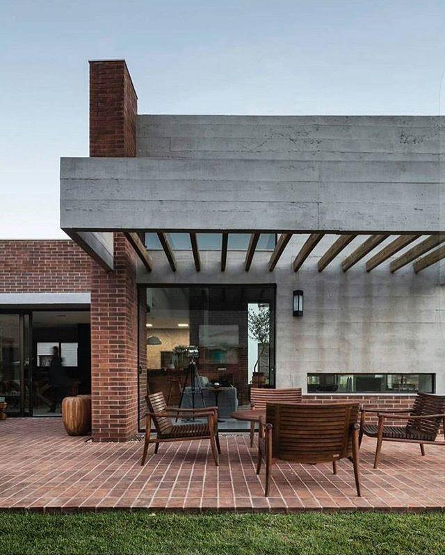 Pin De Elsie Gonzalez En Arquitetura Fachada De Hormigon Casa Ladrillo Visto Casas De Ladrillo