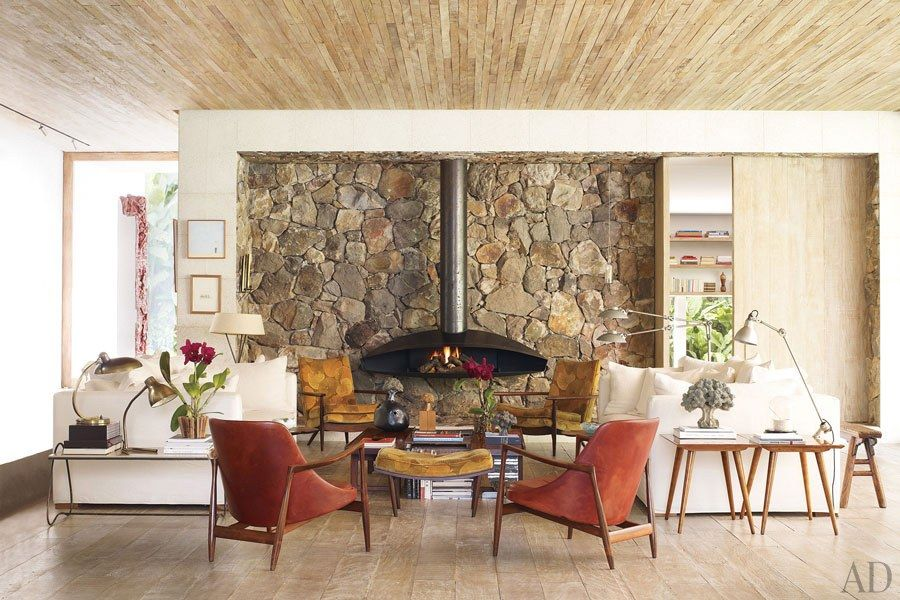See How Isay Weinfeld Turned a Brazilian Villa Into a Relaxing - diseo de chimeneas para casas