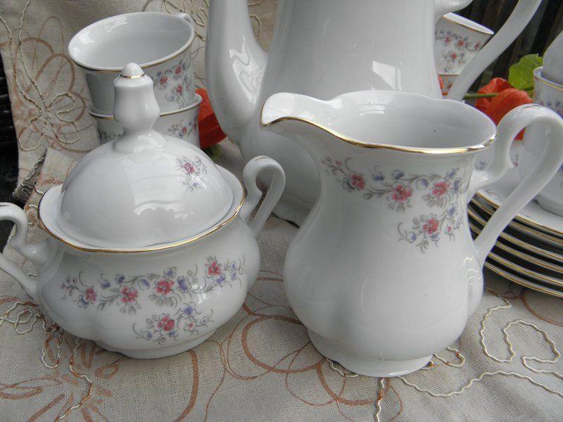 Hier die Blümchen nochmal im Detail. Einfach süß. http://de.dawanda.com/product/70572279-Kaffeeservice-Leander