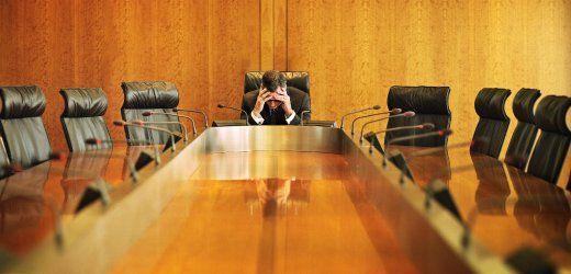 """Kampf gegen Burnout : Arbeitgeber blockieren Anti-Stress-Verordnung  Der Berufsalltag ist für viele Deutsche eine Hetzjagd.  Laut dem """"Stressreport 2012"""" klagen Arbeitnehmer über Multitasking, Termin- und Leistungsdruck. Politik und Gewerkschaften wollen gegensteuern.   Doch die Arbeitgeber ziehen nicht mit."""