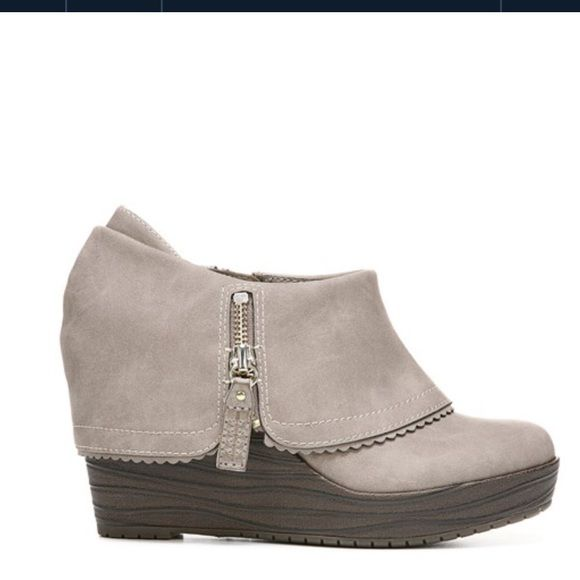 NWT Dr Scholls Breanna Wedge Booty Taupe colored, with tag attached, never  worn,