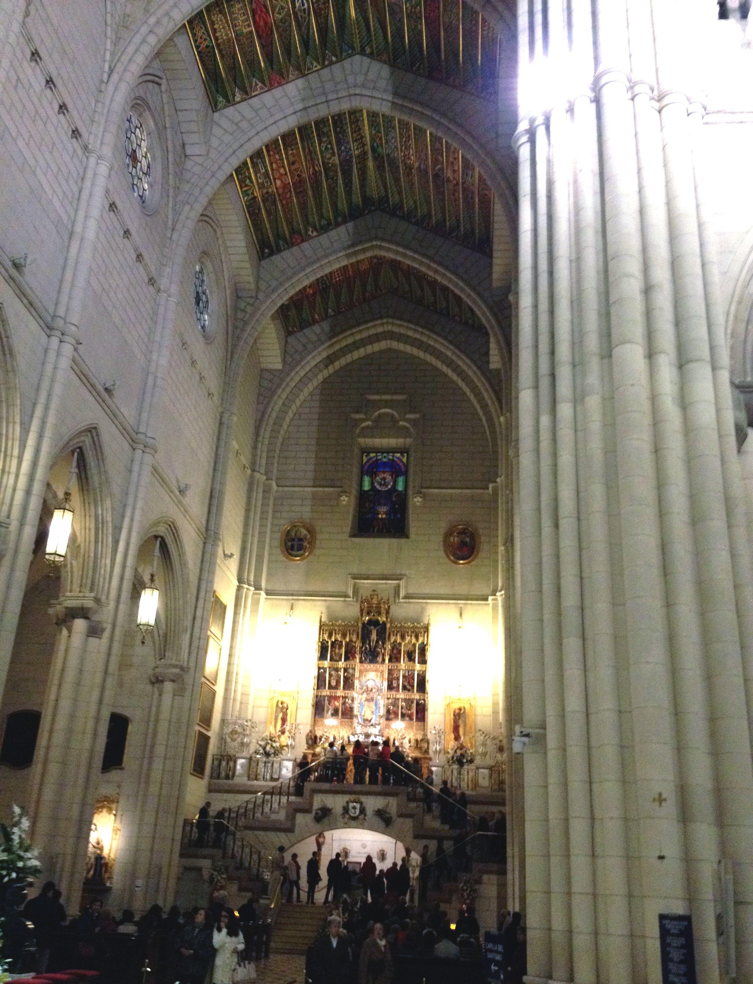 Altar De La Virgen De La Almudena En La Santa Iglesia Catedral De La Almudena Calle Bailén 10 Iglesia Catedral Santa Iglesia Catedral