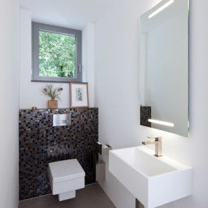 g ste wc spiegel modern stil f r g stetoilette mit eckiges wc von holle architekten in germany. Black Bedroom Furniture Sets. Home Design Ideas