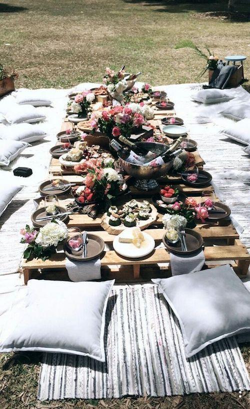 Planen Sie einen Hinterhof Hochzeit Boho-Stil. #Hinterhofhochzeit #Rezeption #Ideen #böhmisch …   – Dani