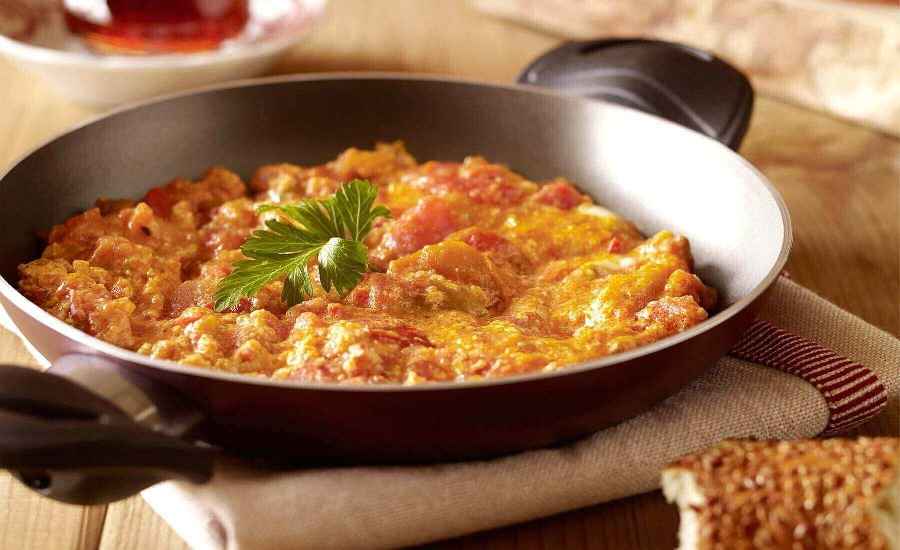 Türkische Pfannengericht - Menemen - Türkische Rezepte