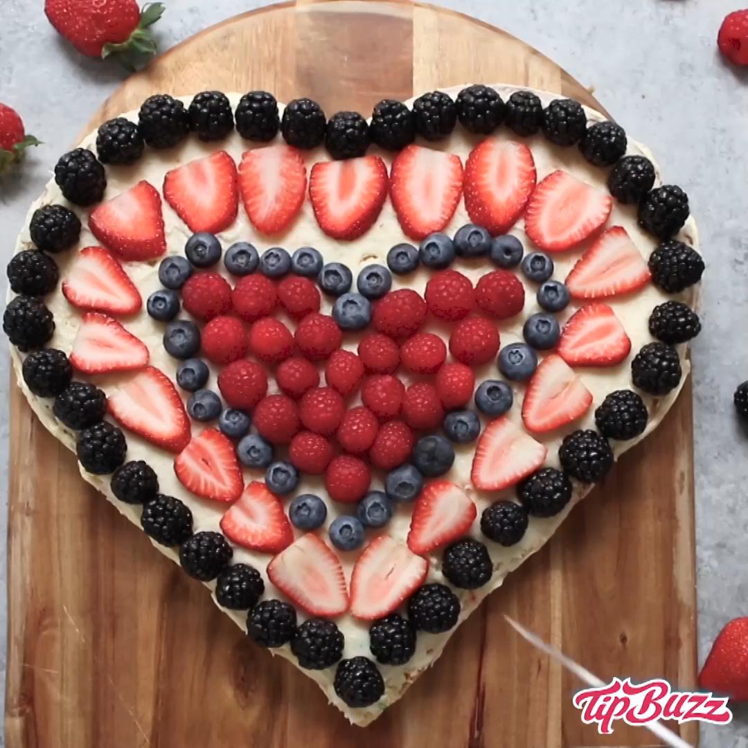 Encantador Pastel en forma de corazón Levante pastel en forma de corazón con bayas no solo es maravilloso  Pastel en forma de corazón Levante paste