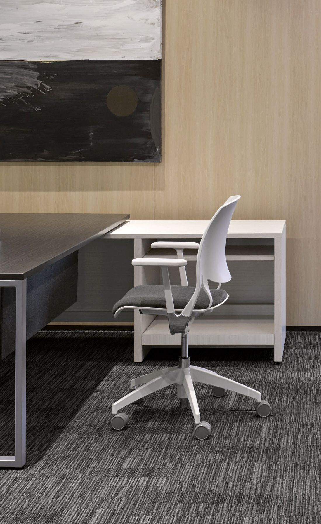 Novello Seating Series Features A Special Polymer Shell That Flexes Allowing The Seat To Glide Smoothly On A Concealed T Global Furniture Furniture Work Chair