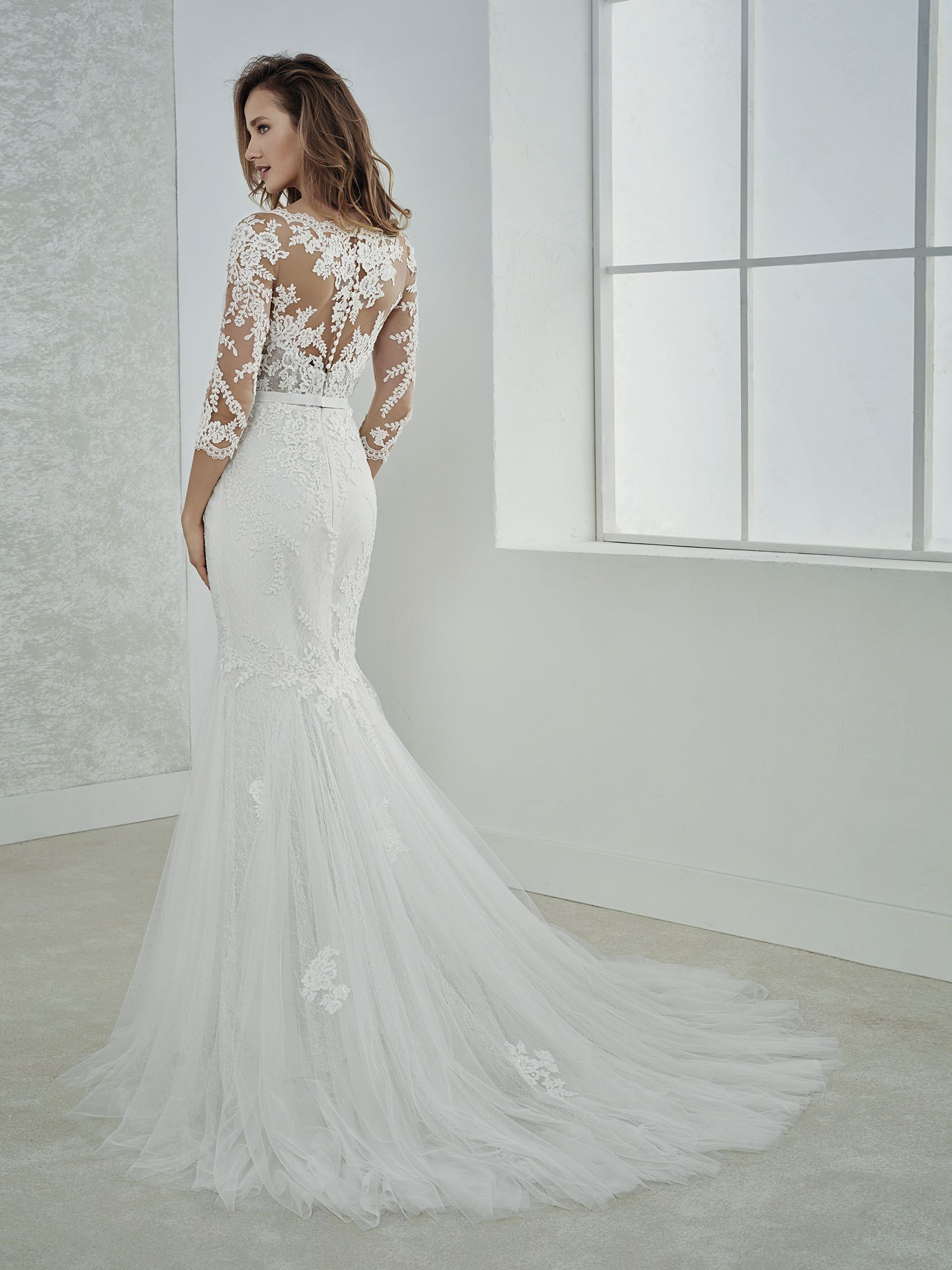 5cdc07bc96 FE-Wedding dress with beading