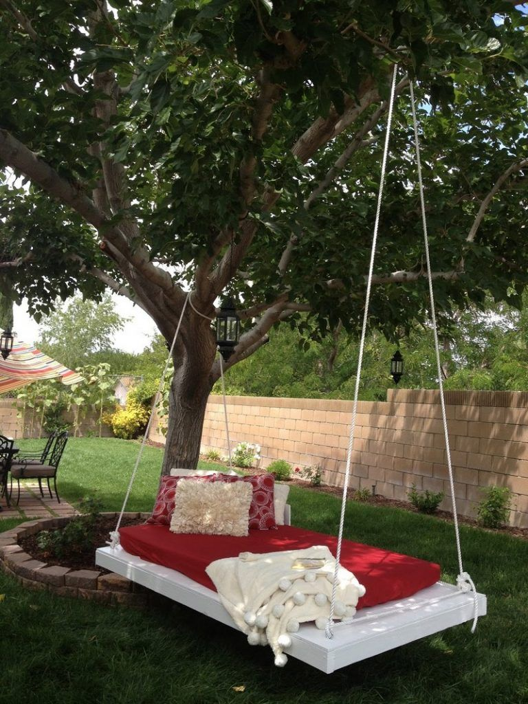 Diy outdoor hanging bed - Hanging Pallet Lounge More