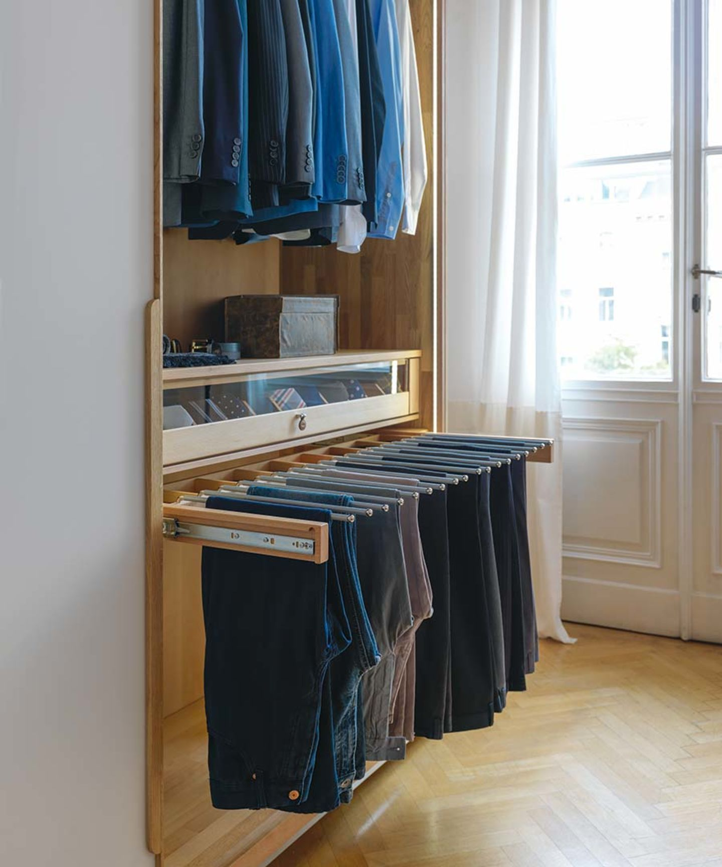 Kleiderschrank Innenleben Mit Ordnungshelfer Aus Naturholz With