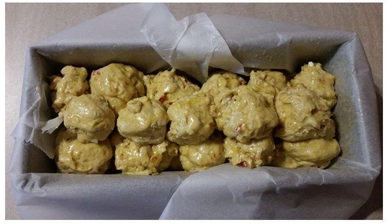 würziges Mankeybread mit Karotten, Cashews und mit Ras el-Hanout gewürzt und mit Feta gefüllt. Lecker!