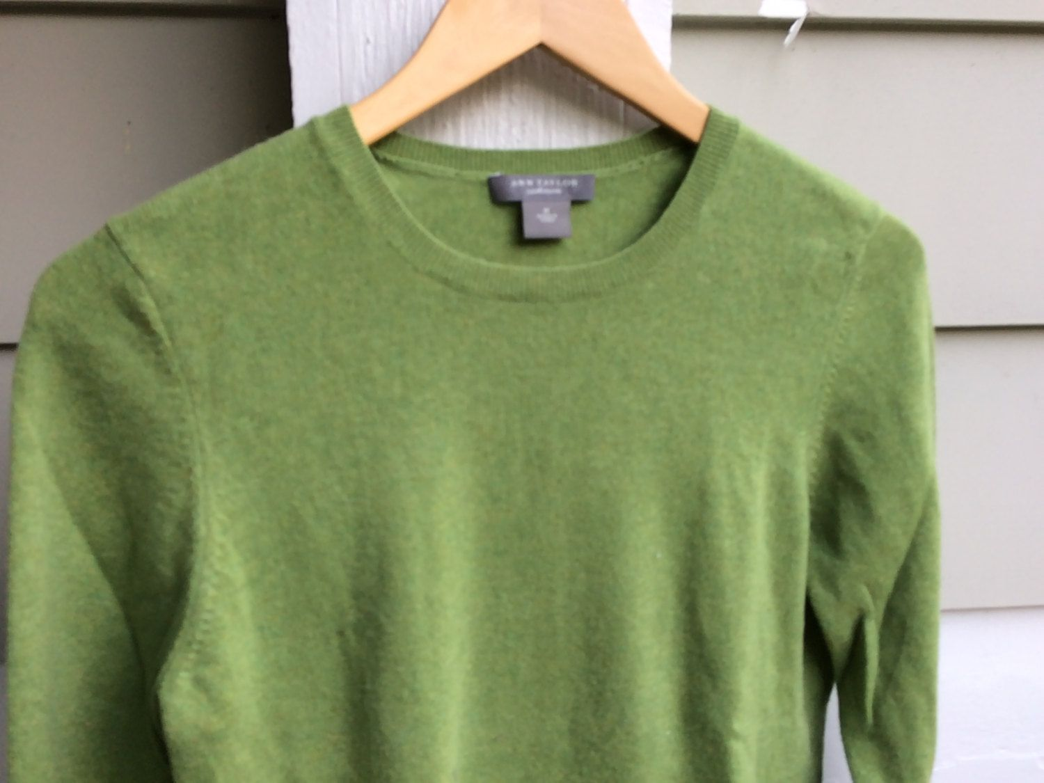 Fresh Green Cashmere sweater, crewneck pullover - Ladies size ...