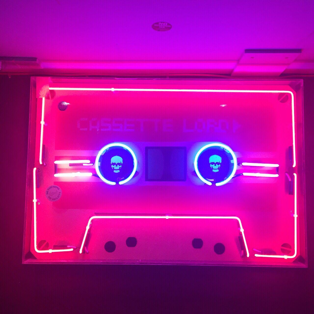 Cassette neon light | Neon Bling | Pinterest | Neón, Fondos y Fondos ...