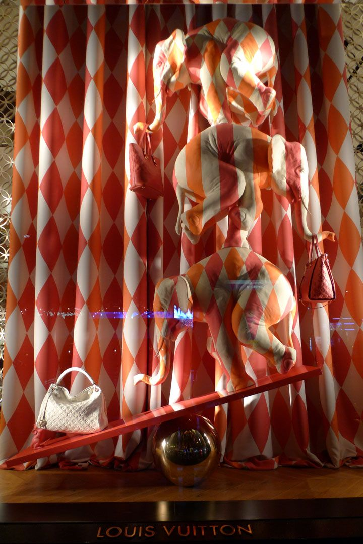 4f671f28d Louis Vuitton Visual Merchandising Window Display, Paris ...
