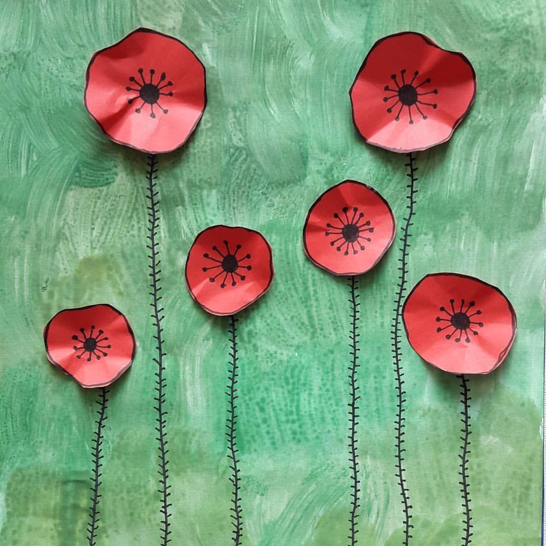 Mohnblumenwiese In Der Schule Sieht Einfach Schon Aus Wenn Sie Alle Nebeneinander Aufgehangt Werd Fruhling Kunst Blumen Wiese Kunst Grundschule