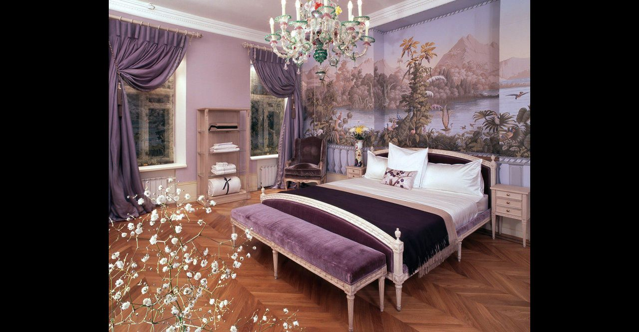 Handpainted wallpaper? Yes, please! Visit YrMural for more incredible images. I want this so badly!