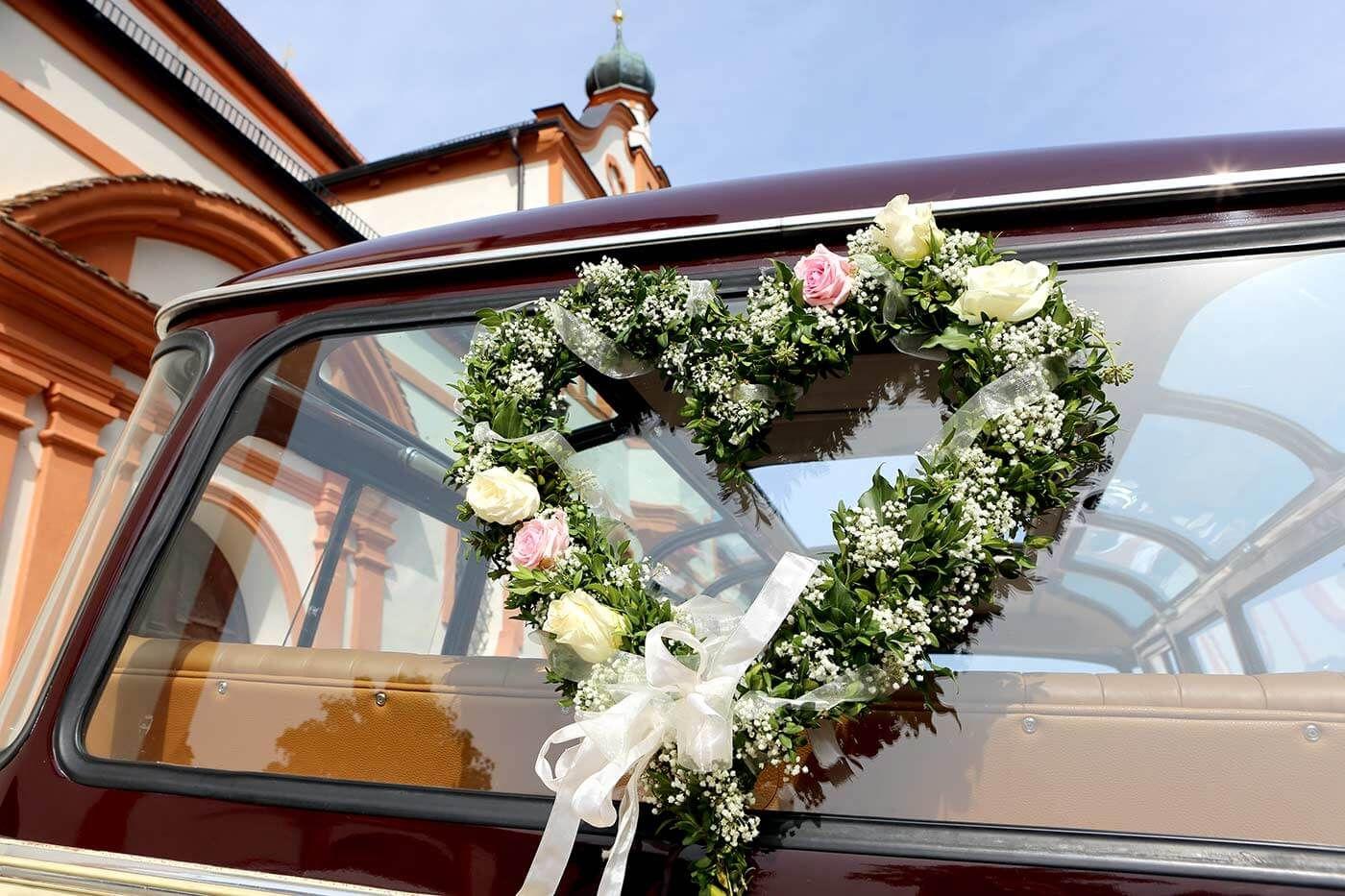 Wow Oh Ah Diese Begeisterten Laute Werdet Ihr Garantiert Horen Wenn Ihr Unsere Tipps Zum Autoschmuck Berucksichtigt Autoschmuck Hochzeit Autodeko Hochzeit Blumenschmuck Hochzeit