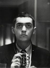 Stanley Kubrick - Self-portrait with Leica held vertically (1949).