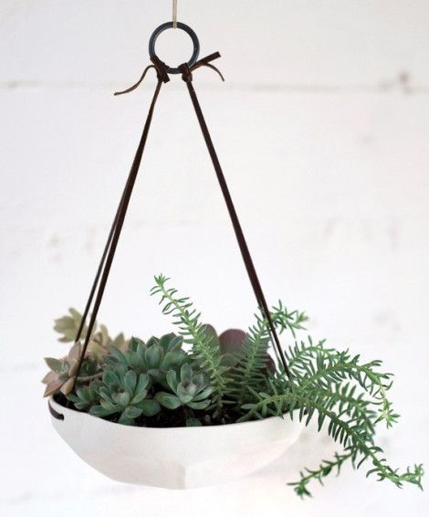 Pigeon Toe Ceramics: faceted hanging tray / bandeja colgante facetada