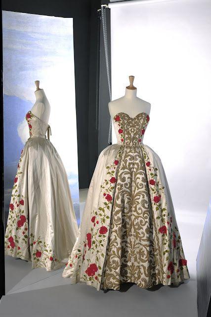 Pierre Balmain Haute Couture Summer 1954 Couture Allure Vintage Fashion Via Jane Love Onto Vintage Couture And Vintage Gowns Vintage Dresses Vintage Couture