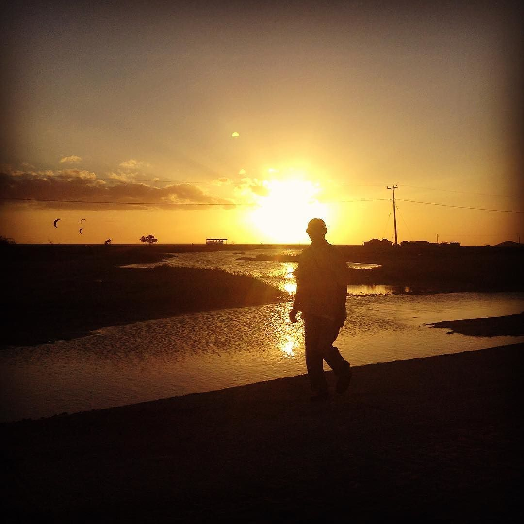 Sunset sillouettes @Cabo de la Vela #colombia #sunsets #beautifulskies #goldensun #solitarysociety #travelcom  #fishingvillage #explore #ghmh