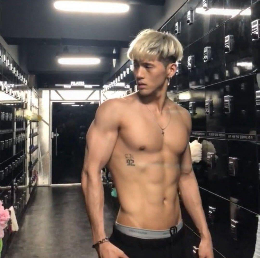 Pin By Zira On Kard Korean Boys Hot Abs Boys Cute Blonde Boys