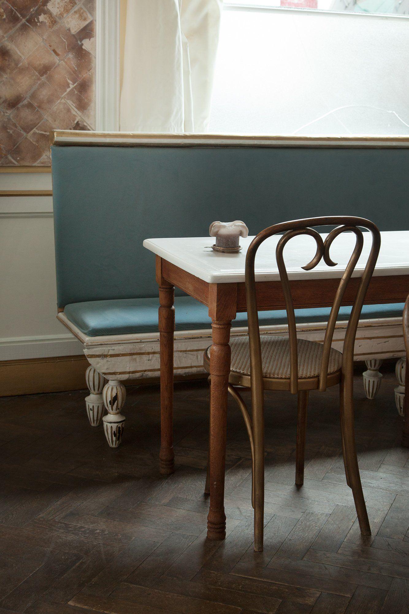 Hortense And Humus Jeu De Saveurs Et De Couleurs Banquette En Cuir Chaise Bistrot Et Banquette