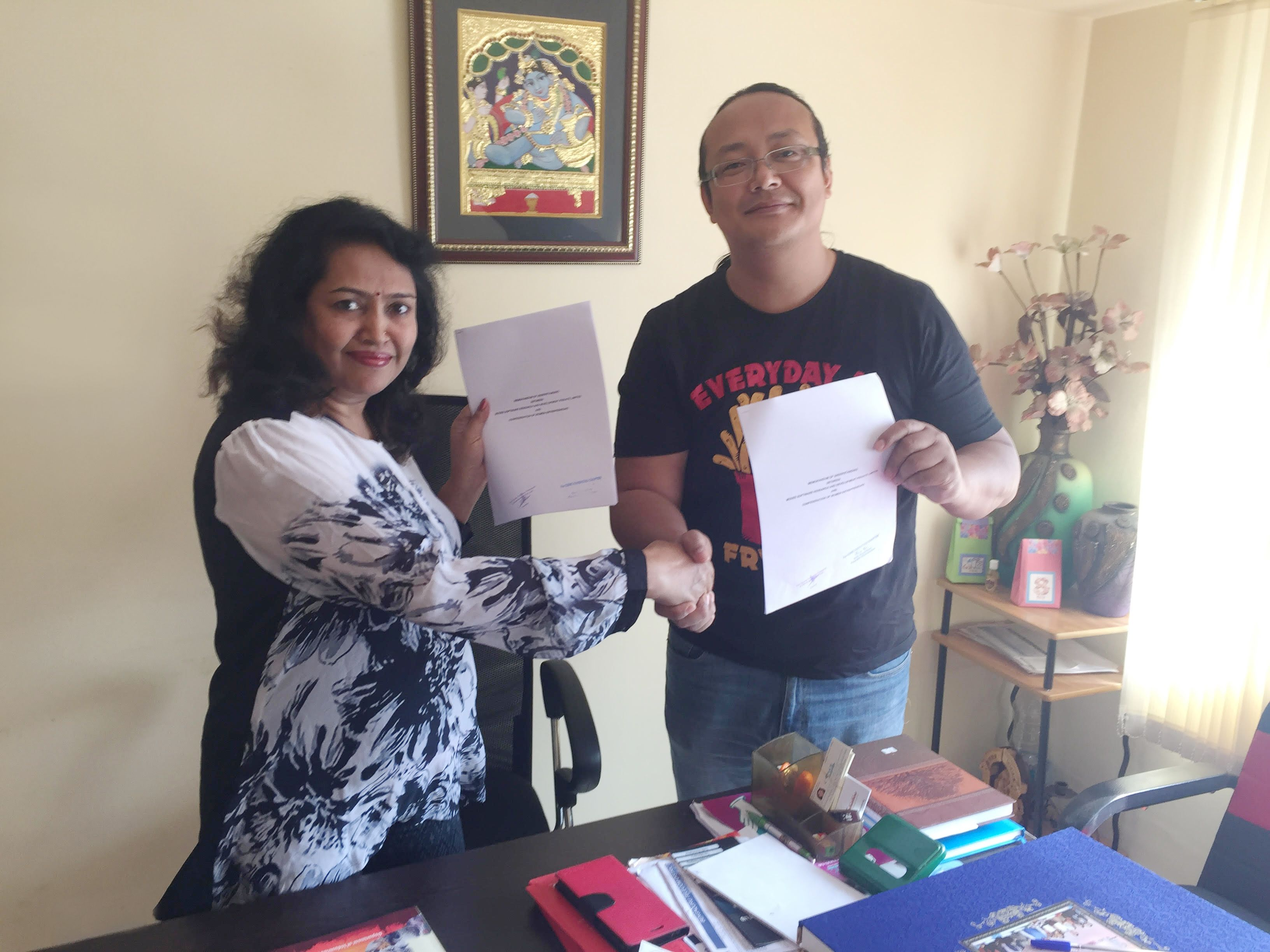 iShippo is proud to announce its association with Confederation Of Women Entrepreneurs (COWE) Mrs Rupa Rani, Founder and Director of COWE Karnataka Chapter with Mr Karma Bhutia, Founder and CEO of iShippo signing the agreement.