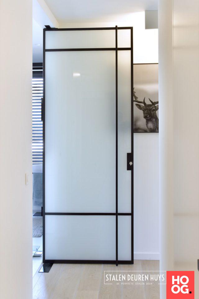 Stalen taatsdeur melkglas in luxe badkamer – Hoog ■ Exclusie…