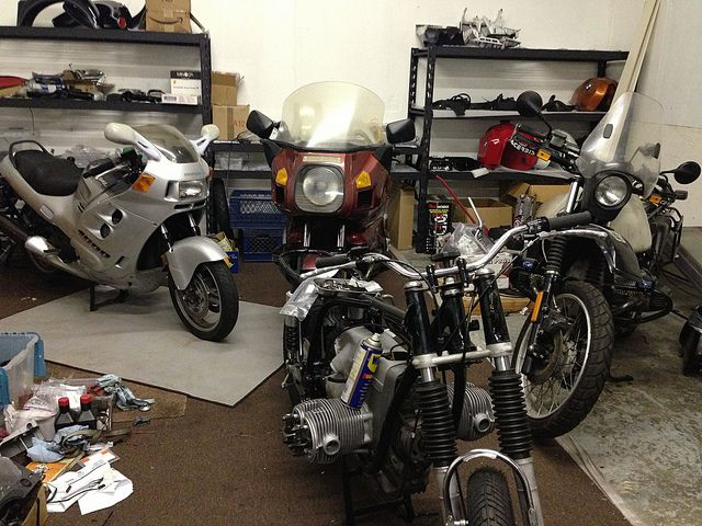 See if you can find my brother's bike. HINT - It's the one staring right at you.    1986 BMW R80RT Monoshock.