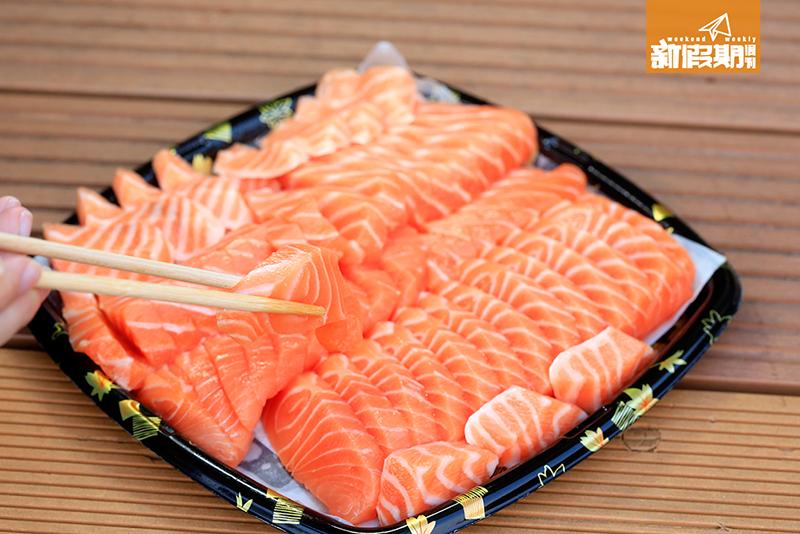 三文魚 $128/磅。 三文魚味道鮮,肥美。