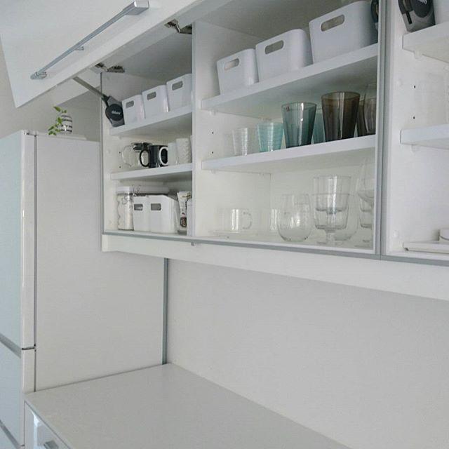 もっと便利な使い方があります キッチン 吊り戸棚 の収納アイデアを大公開 Folk 収納 アイデア 吊り戸棚 収納