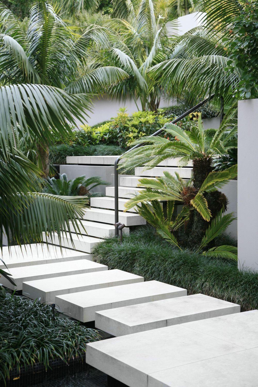 20 Excellent City Garden Design Ideas That Bring Green Paradise For You In 2020 Urban Garden Design Tropical Garden Design City Garden