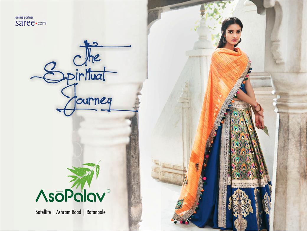 Supporting the cause of uplifting the #handloom industry! Another #weaving classic from Asopalav, the unique side slits introduced for the first time in hand woven fabrics !   #BenarasiWeaving #Benarasi #Weaving #Weavesofindia #Makeinindia #IWearHandloom #Musthavehandloom #IndianMotifs #Kallidorah #TheSpiritualJourney #KallidorahbyAsopalav #WeddingDresses #BridalAttires #BridalTrousseau #vintageweaves