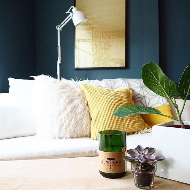 Nydelig fargebruk hjemme hos @solveigwe 💛 Det deilige Tindra pleddet med stjernemønster og gul kant finner dere i nettbutikken👉www.alletidershjem.no👈#alletidershjem_nettbutikk #frifraktover1000kr #designlinajohansson #interiør #interiørinspirasjon