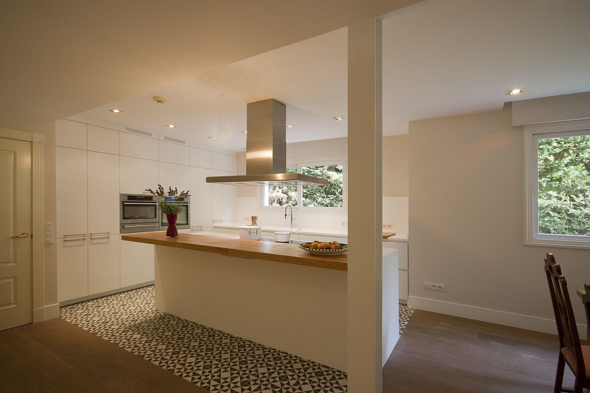 Una buena idea: separar ambientes en la cocina con baldosa ...