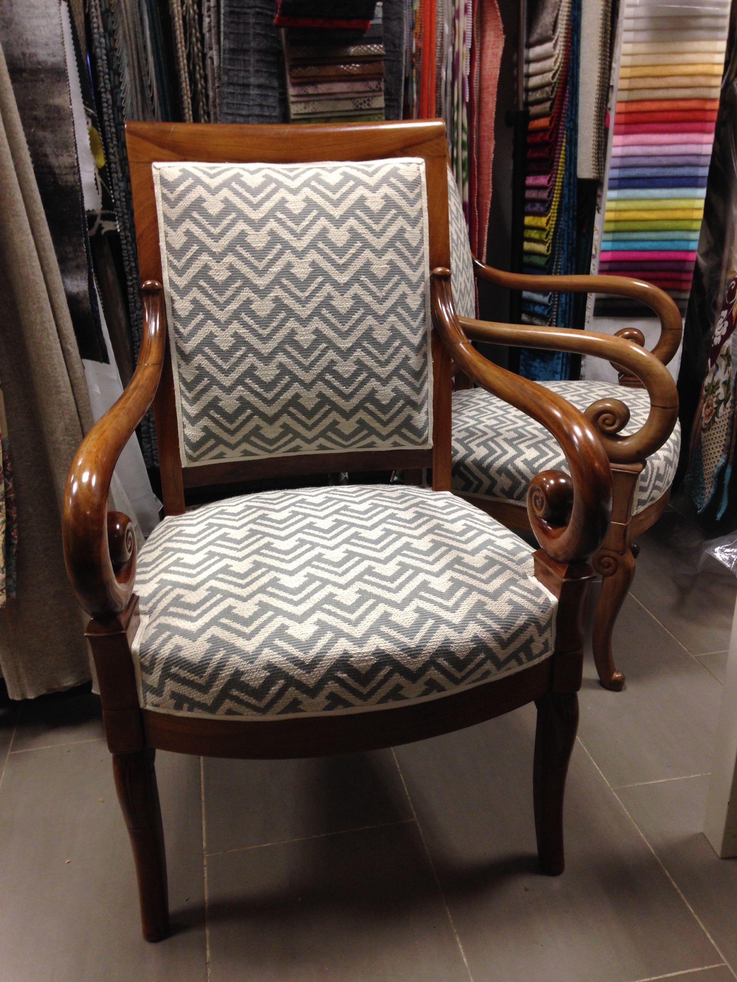 Tapissier Paris 20 fauteuil à crosses restauration. tissu larsen | tapissier