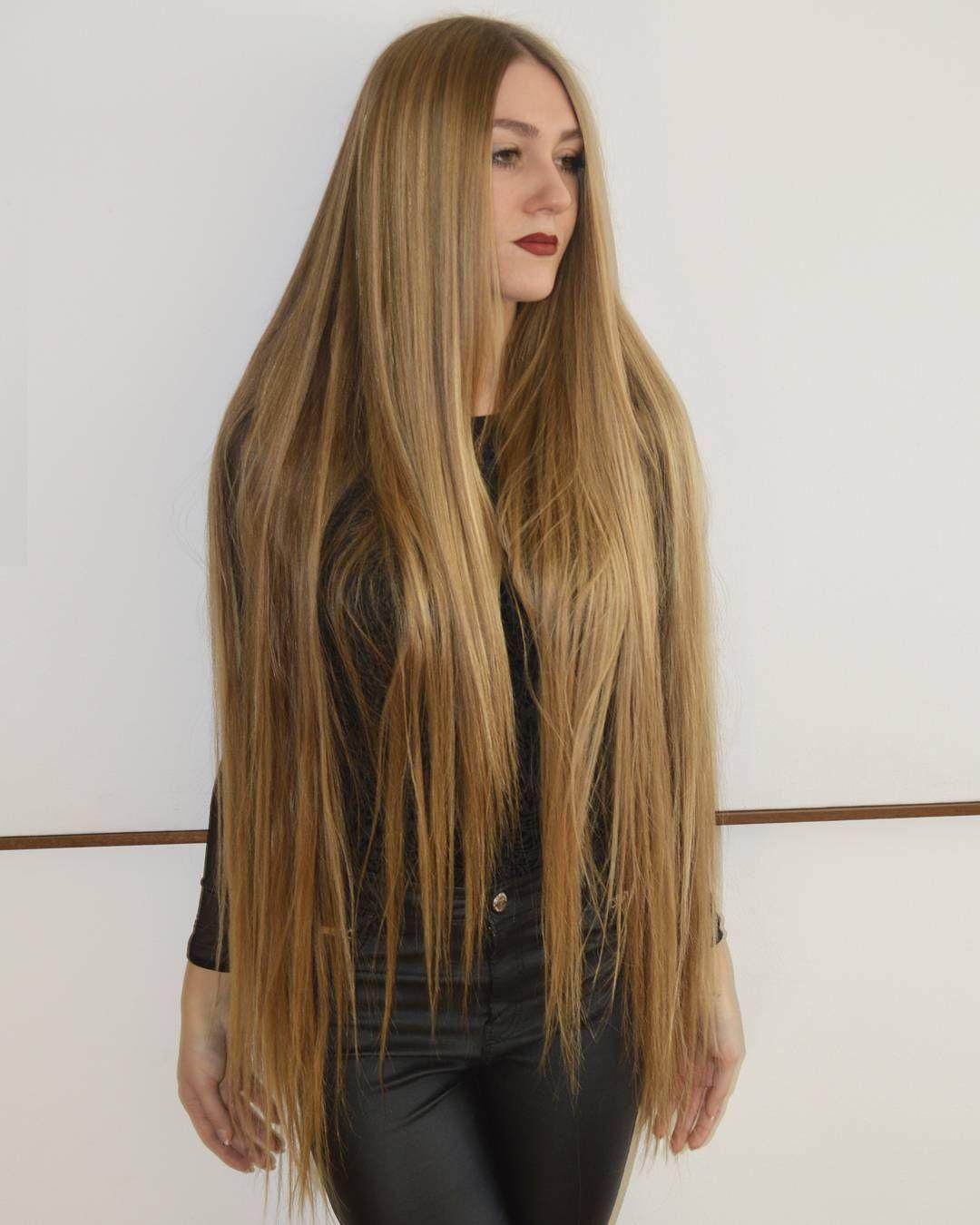 pelo largo frotar y tirar hermoso