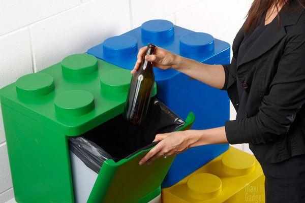 Tri Selectif Des Poubelles Lego C Est Plus Fun Poubelle Recyclage Poubelle Design Bacs De Recyclage