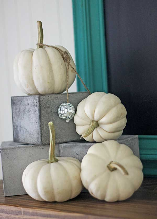 4 Ways to Decorate for Fall for a Reluctant Seasonal Decorator - halloween fall decorating ideas