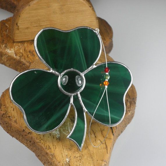 stained glass shamrock suncatcher window by rainbowstainedglass glasschmuck pinterest. Black Bedroom Furniture Sets. Home Design Ideas