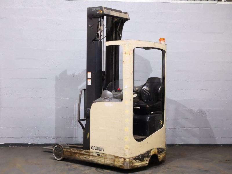 Crown Esr4500 1 4 In 2020 Trucks For Sale Material Handling Equipment Forklift