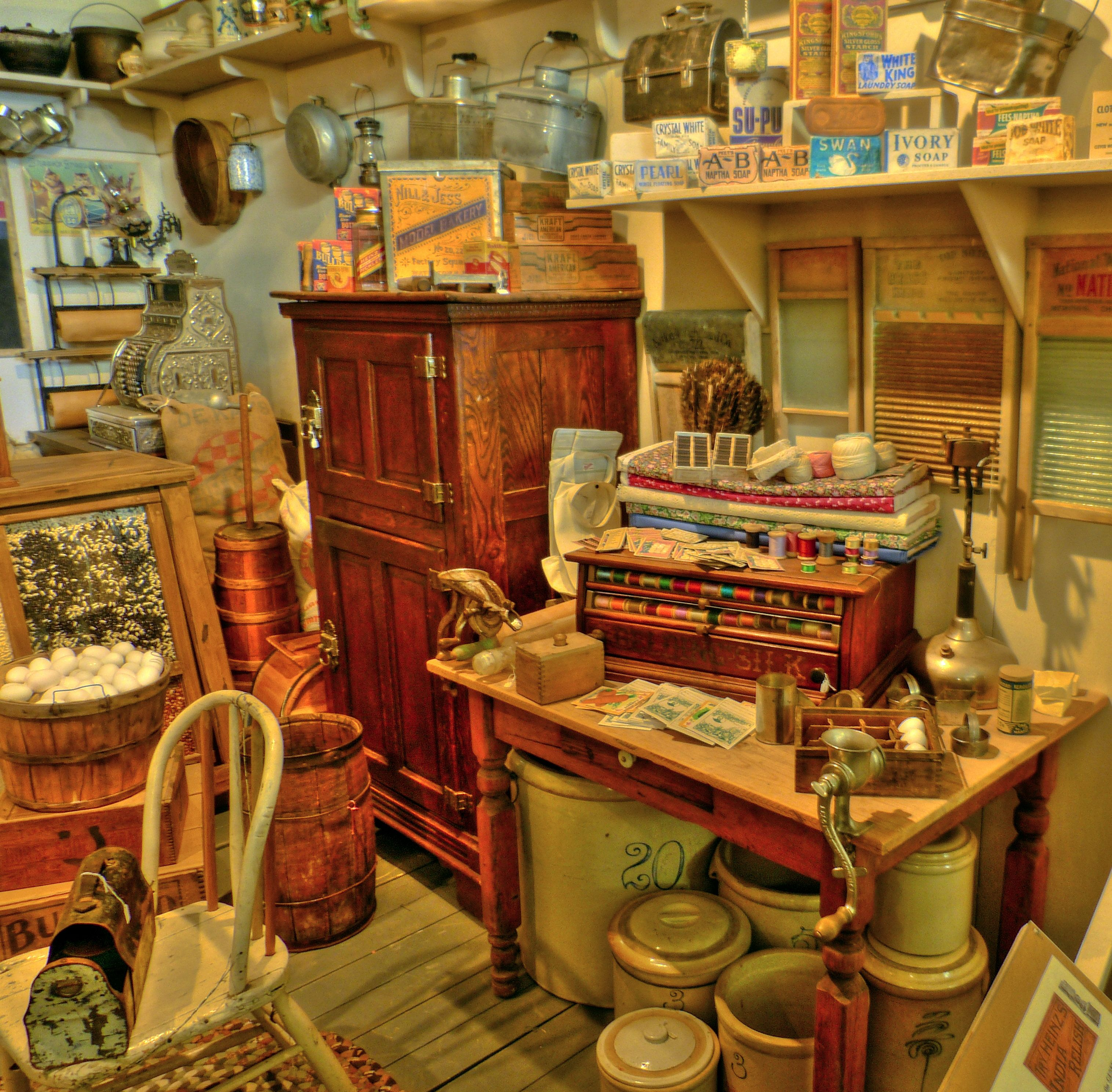 Maison vintage for my future old time general store pinterest magasin magasin g n ral et - Quincaillerie meubles anciens ...